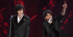 Italian singers Ermal Meta (L) and Fabrizio Moro (R) perform on stage during the 68th Sanremo Italian Song Festival at the Ariston theatre in Sanremo, Italy, 06 February 2018. The 68th edition of the television song contest runs from 06 to 10 February. ANSA/CLAUDIO ONORATI
